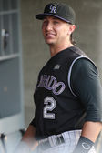 TROY TULOWITZKI hangs out in the dugout with teammates before the start of the game — Stock Photo