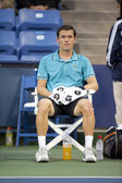 Tobias Kamketakes a breather between sets during the tennis match — Stock Photo