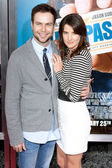 Cobie Smulders and Taran Killam arrive at the world premiere of Hall Pass — Stock Photo