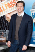 Hayes MacArthur arrives at the world premiere of Hall Pass — Zdjęcie stockowe