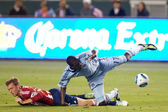 C.J. Sapong and Jimmy Conrad get tripped up during the game — Stock Photo