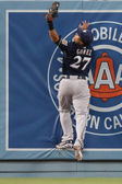 Carlos Gomez makes a home run robbing catch during the game — Stock Photo