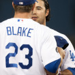 Andre Ethier as a quick chat with Casey Blake in between innings during the game — Stock Photo