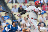 Ryan Howard takes a swing during the game — Stock Photo
