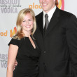 NFL linebacker Scott Fujita and his wife arrive at the 21st Annual GLAAD Media Awards — Stockfoto