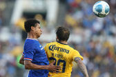 Edcarlos Conceicao and Matias Vuosos fight for the header during the game — Stock Photo