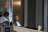 Wesley Sneijder watches the game — Stock Photo