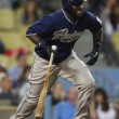 TONY GWYNN takes off to first after getting a piece of the ball during the game — Stock Photo