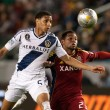 Sean Franklin and Paulo Jr. in action during the Major League Soccer game — Stock Photo