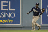 TONY GWYNN catches a deep fly ball during the game — Stock Photo