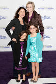 JANE LYNCH, DR. LARA EMBRY, and children arrive at the Paramount Pictures Justin Bieber: Never Say Never premiere — 图库照片