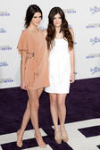 KENDALL & KYLIE JENNER arrive at the Paramount Pictures Justin Bieber: Never Say Never premiere — Stock Photo