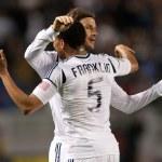 Постер, плакат: David Beckham and Sean Franklin celebrate a goal during the game