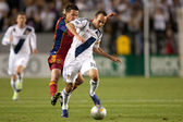 Sebastian Velasquez chases down Landon Donovan during the game — Stock Photo