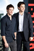 Steven R. McQueen and Luc Robitaille arrive at Columbia Pictures premiere — Stock Photo