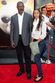 Dennis Haysbert and Nicole Haysbert arrive at the Los Angeles premiere — Stock Photo