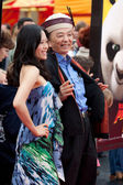 James Hong and guest arrive at the Los Angeles premiere — Stock Photo