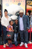 Cedric The Entertainer and family arrive at the Los Angeles premiere of Kung Fu Panda 2 — Stock Photo