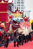 Performers open the premiere with a dragon dance at the Los Angeles premiere of Kung Fu Panda 2 — Stock Photo
