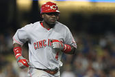 BRANDON PHILLIPS takes off to first after hitting a deep fly ball during the game — Stock Photo
