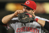 JOEY VOTTO adjusts his glove during the game — Stock Photo