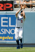 Reed Johnson gets under a fly ball during the game — Stock Photo