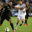 Omar Gonzalez and  Angel Di Maria fight for the ball during the World Football Challenge game — Stock Photo