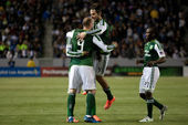 Ris Boyd celebrates his goal with teammates during the Major League Soccer game — Stock Photo