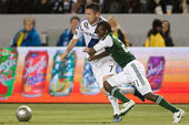 Keane and Diego Chara in action during the Major League Soccer game — Stock Photo