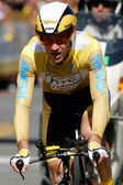 Michael Rogers rides his time trial throughout downtown Los Angeles — Stock Photo