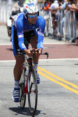 Kevin Hulsmans rides the time trial throughout downtown Los Angeles — Stock Photo
