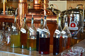 Boissons alcoolisées de vieilles recettes en assortiment — Photo