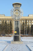 Transparent clock with a pendulum in a central square in Krasnoyarsk — Stock Photo