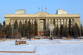 Ceremonial Square of the Revolution. The building of the Krasnoyarsk regional administration — Стоковое фото