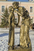 The sculpture 'Mother and Daughter' in the city of Irkutsk — Stok fotoğraf