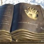 The hand of welfare . An interactive sculpture in Irkutsk — Stock Photo #26088327