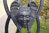 在教会的篱笆上天使的面貌 — 图库照片