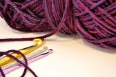 Crochet hooks and purple yarn — Zdjęcie stockowe
