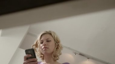 Young beautiful caucasian blonde woman typing e-mail message — Stock Video