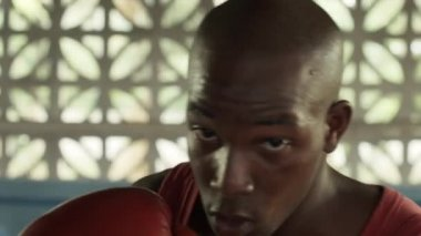 Young african american athlete training in boxing gym — Stock Video