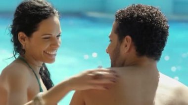 Honeymoon: happy young newlyweds smiling and relaxing near hotel pool — Stock Video