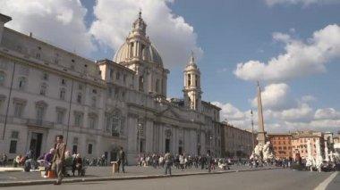 在梵蒂冈圣伯多禄大教堂附近,在罗马著名的大教堂. — Stockvideo