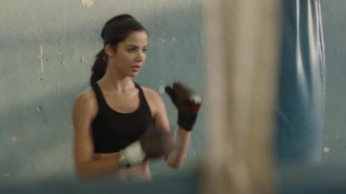 Pretty young hispanic woman training at boxing in gym — Stock Video