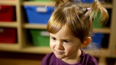Cute caucasian baby girl eating green apple, fruit at school — Stock Video