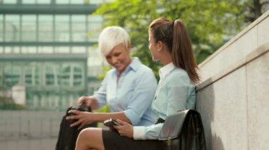 Two businesswomen — Stock Video