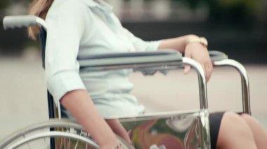 Girl on wheelchair smiling — Vídeo stock
