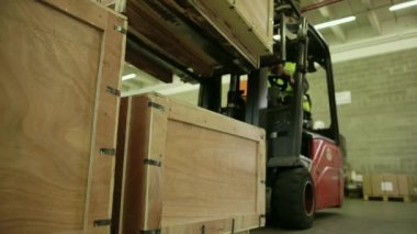 Manual worker operating forklift to move boxes and goods — Stock Video