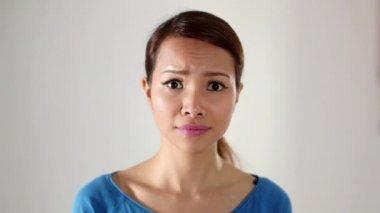Asian girl hiding behind big clock — Stock Video