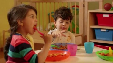 Children eating in kindergarten — Stock Video