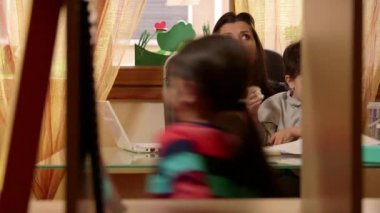 7of15 Little children, girl, boy, woman, business, multitasking mother working — Stock Video